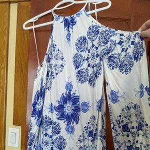 Dresses & Skirts - Cold Shoulder Summer Dress